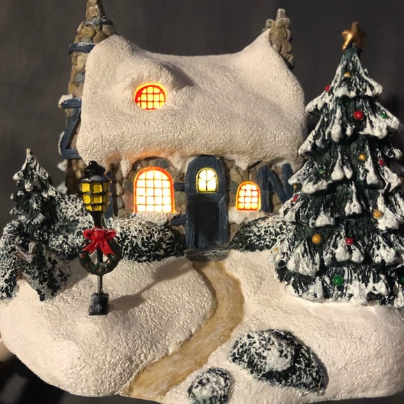 "Thomas Kinkade ""Stonehearth Hutch"" Lighted cottage"